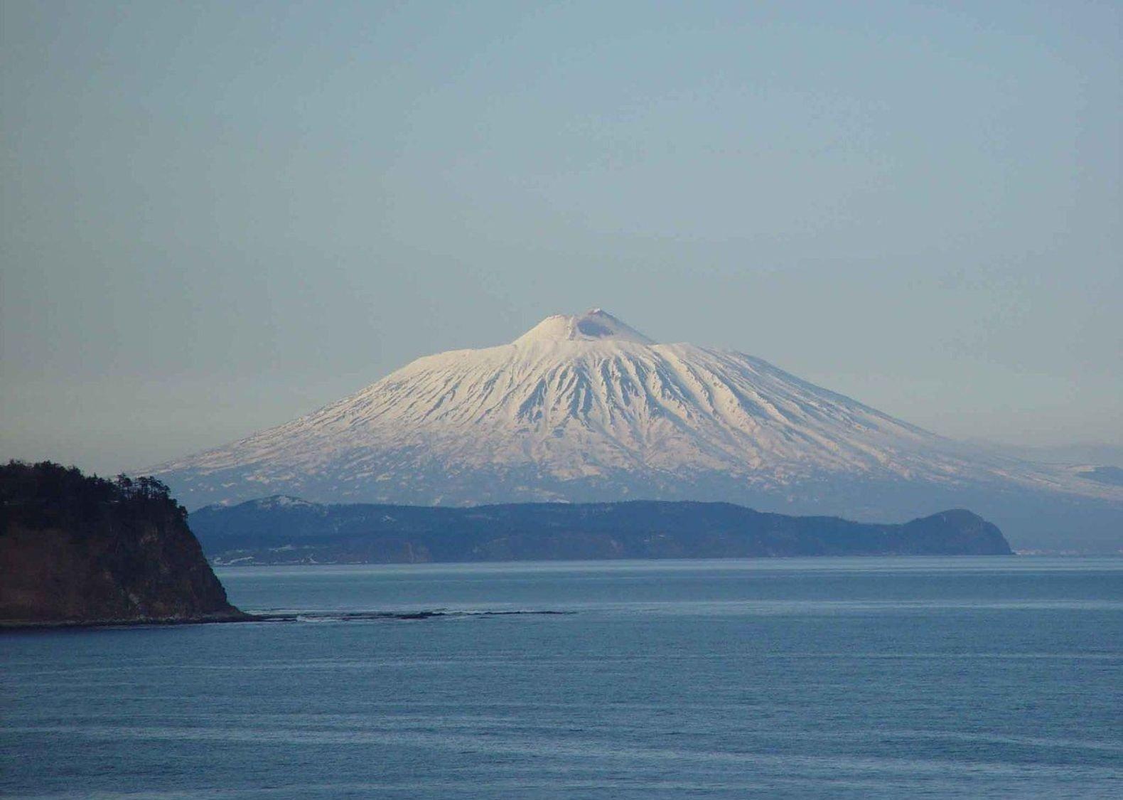 Вулкан Тятя, Курильские острова