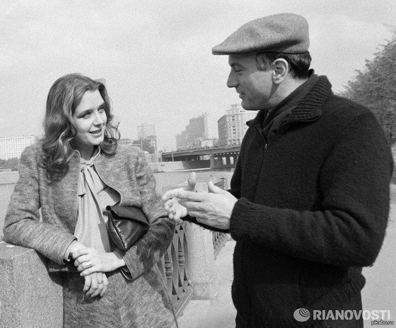 Irina-Alferova-i-Robert-De-Niro-na-naberezhnoj-Moskvy