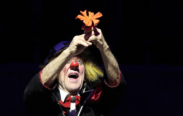Clown Oleg Popov's May there always be sunshine! circus show in St Petersburg