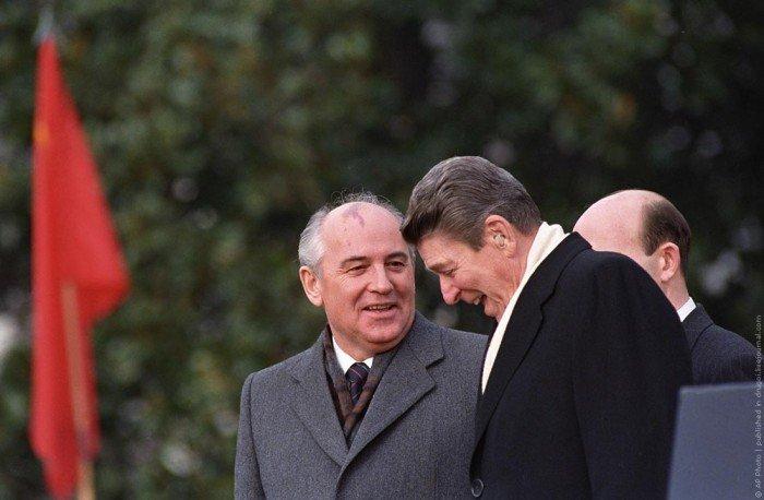 КАК ПРЕЗИДЕНТ США РЕЙГАН ГЛУМИЛСЯ НАД СССР