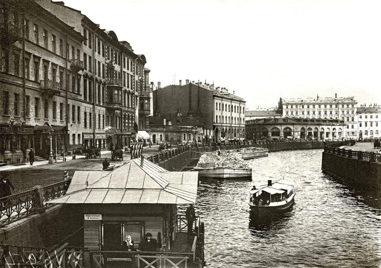 Вид с Большого Конюшенного моста на Круглый рынок. 1900 год.
