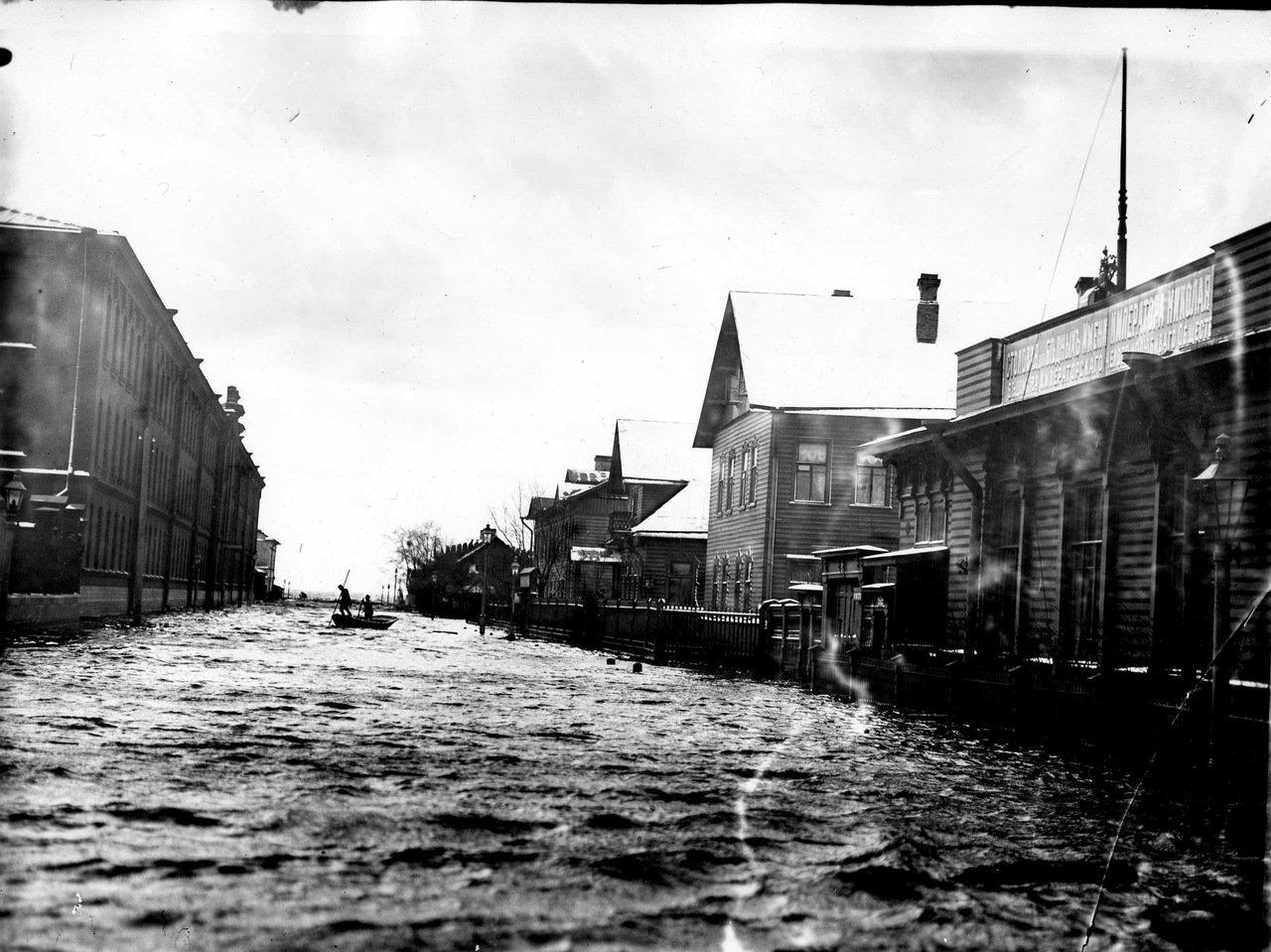 Наводнение. Бол. проспект Васильевского острова. 1903 г.