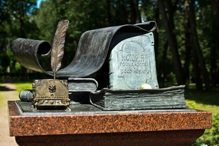 Памятник в подмосковной усадьбе Остафьево