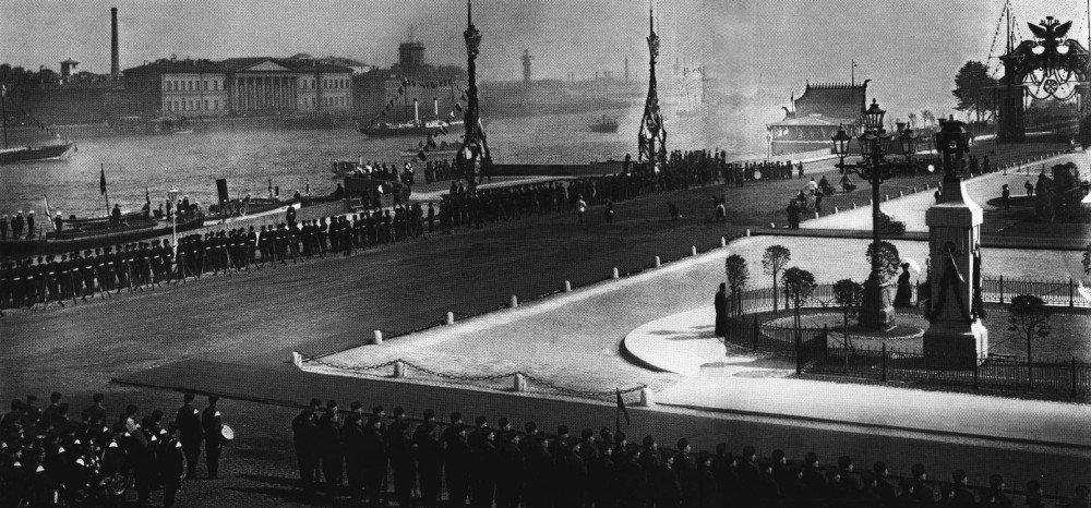 Члены Императорской фамилии на борту яхты в день 200-летия Санкт-Петербурга 16 мая 1903.