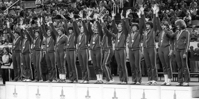 Женская сборная СССР под руководством Луценко завоевала золото Олимпиады 1980 года в Москве