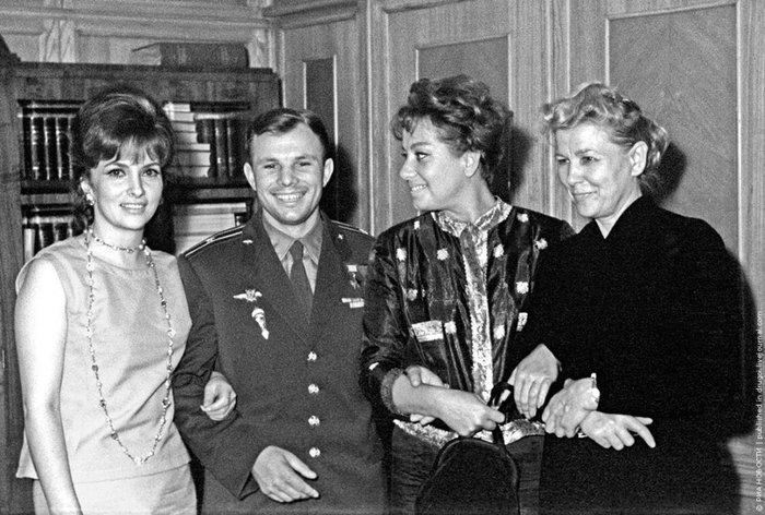 Гагарин заграницей
