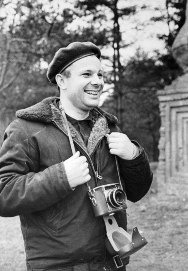 Юрий Гагарин со своим фотоаппаратом