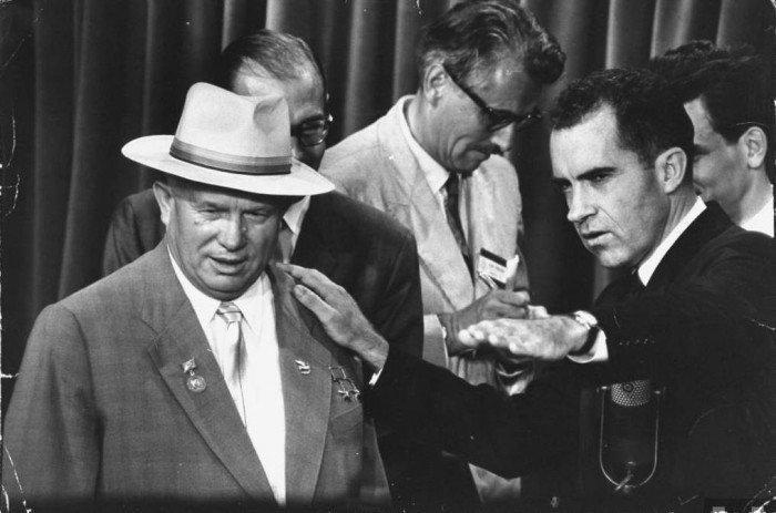Никита Хрущев и Ричард Никсон спор