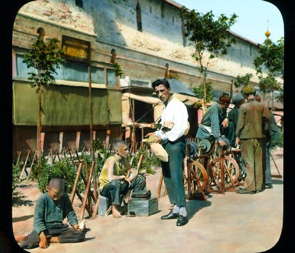 Предок Сильвестра Сталонне торгуется у Китайгородской стены