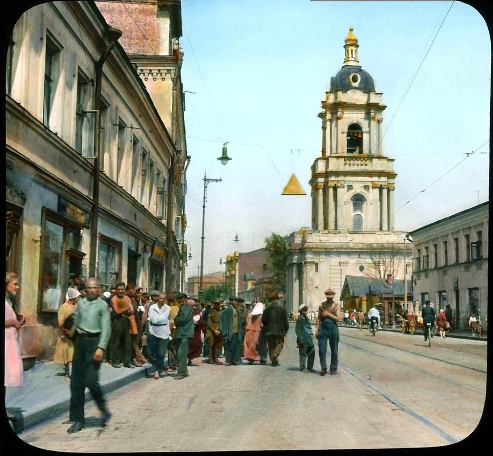Пятницкая улица у церкви Параскевы Пятницы