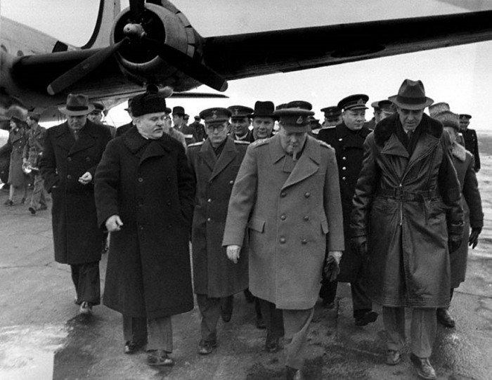 В.М.Молотов, У.Черчилль, Э.Стеттиниус.