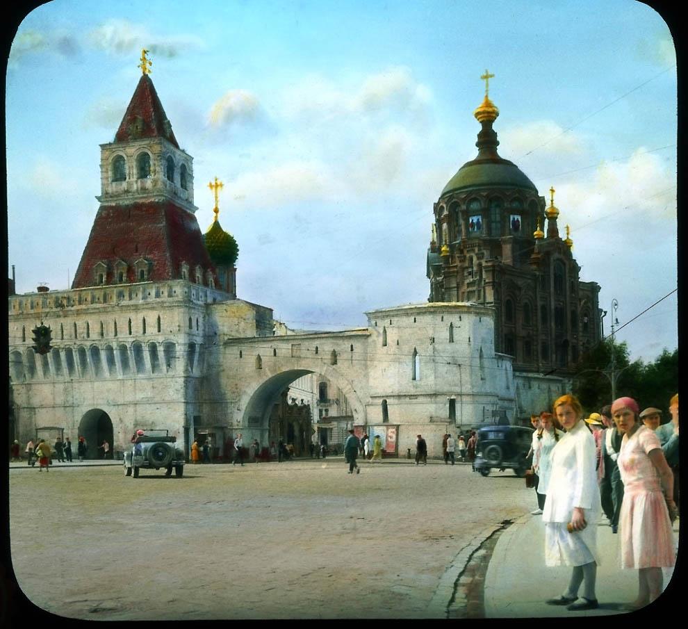 Владимирские ворота на Лубянской площади