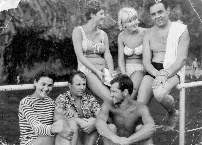 Гагарин на отдыхе с друзьями