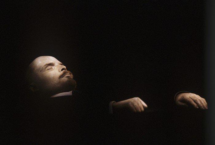 Тело Владимира Ильича Ленина в Мавзолее на Красной площади. Фото: Алексей Бойцов/РИА Новости