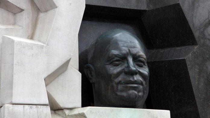 nikita-khrushchev-famous_523f678de5c3f58f-min