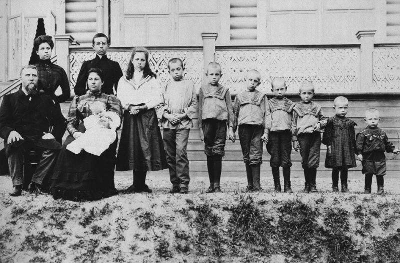 Semia_kuptsa_Polenova_rastreliannaia_v_1918_godu_bolshevykamy