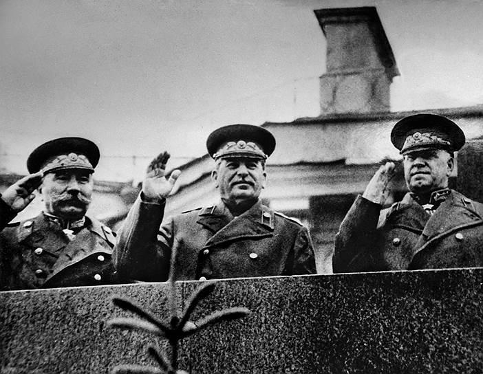 Stalin_parad_700