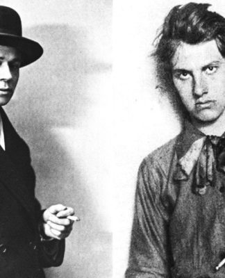Mayakovskiy_1915_Smooking_500x762