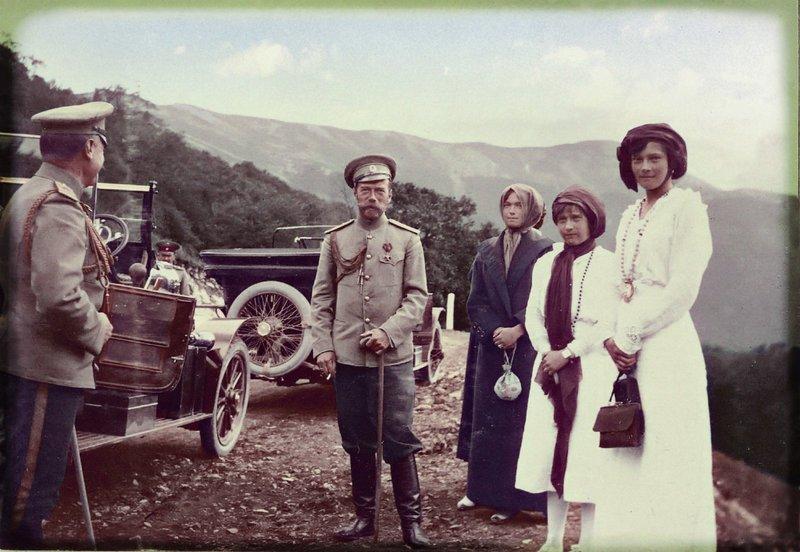 the_imperial_family_in_crimea_by_kraljaleksandar-d4pp8qw