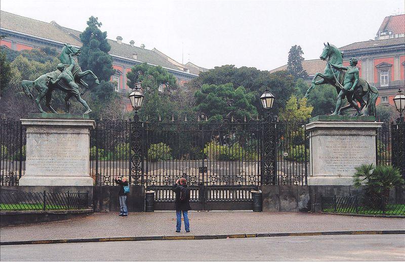 koni-v-neapolsko-dvortse