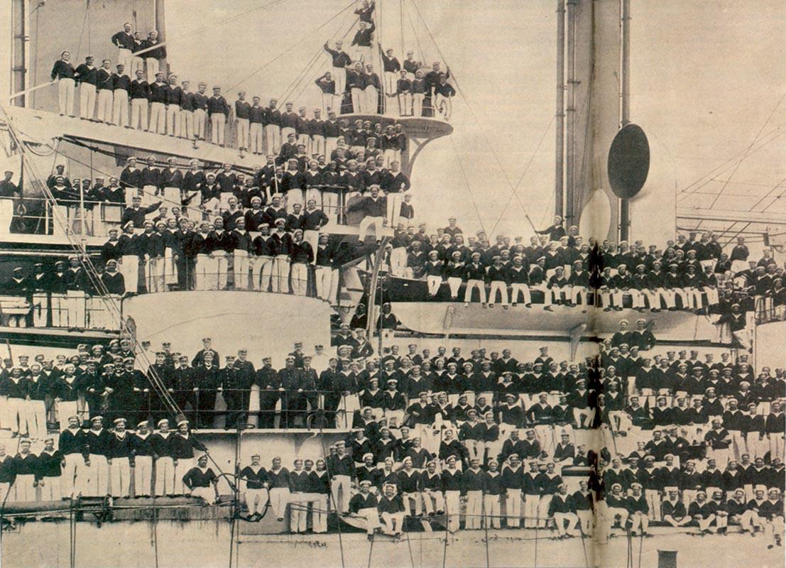 ofitsery-i-komanda-bronenostsa-petropavlovsk-v-iyule-1904-goda