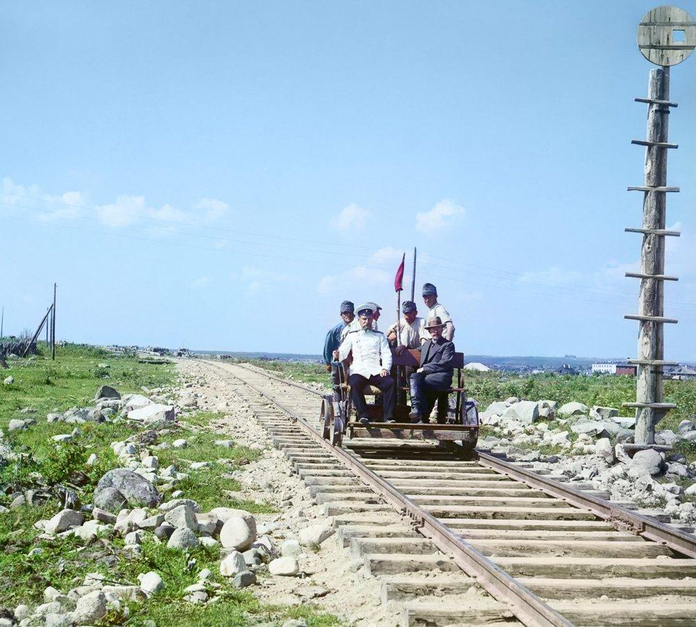s-m-prokudin-gorskij-na-drezine-u-petrozavodska-po-olonetskoj-zh-d-1916-god