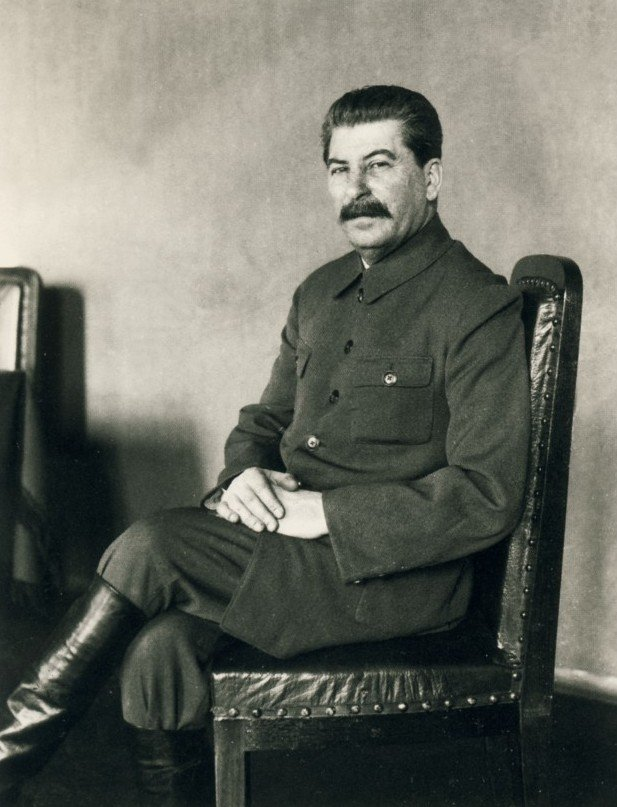 stalin-poziruet-amerikanskomu-fotografu