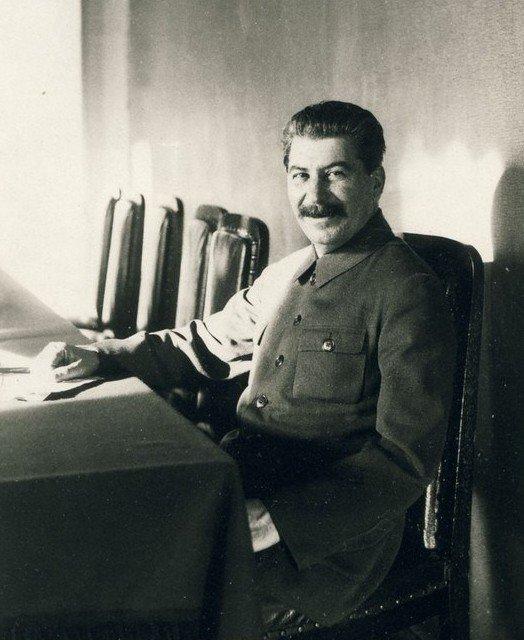 stalin-v-poze