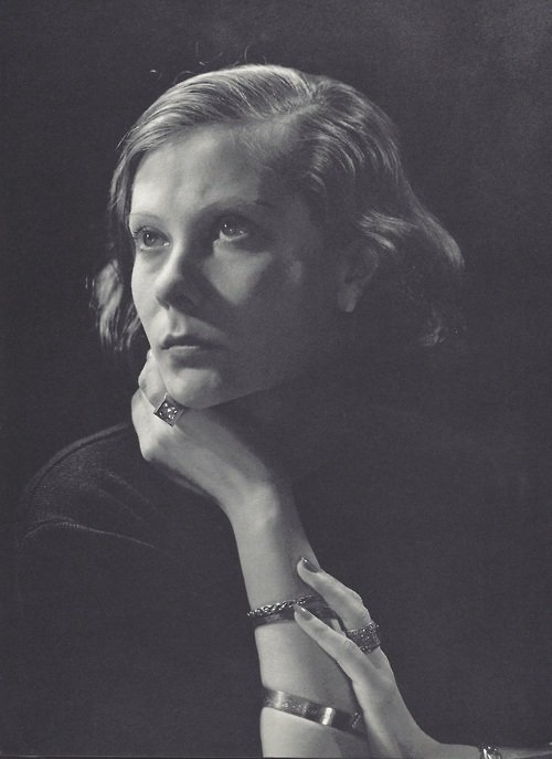natalie-paley-by-george-hoyningen-huene-1933