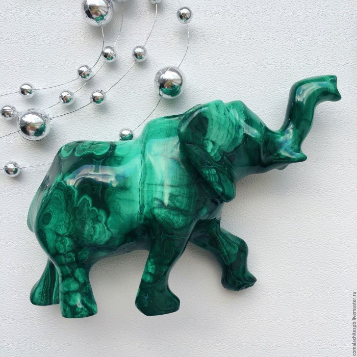 slon-iz-naturalnogo-malahita