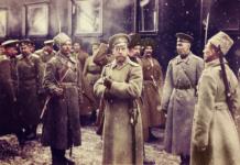 imperator-nikolaj-ii-vyhodit-iz-vagona-liternogo-poezda-v-rajone-dvinska-1916-god