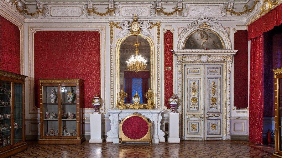 Malinovyj-kabinet-Zimnego-Dvortsa