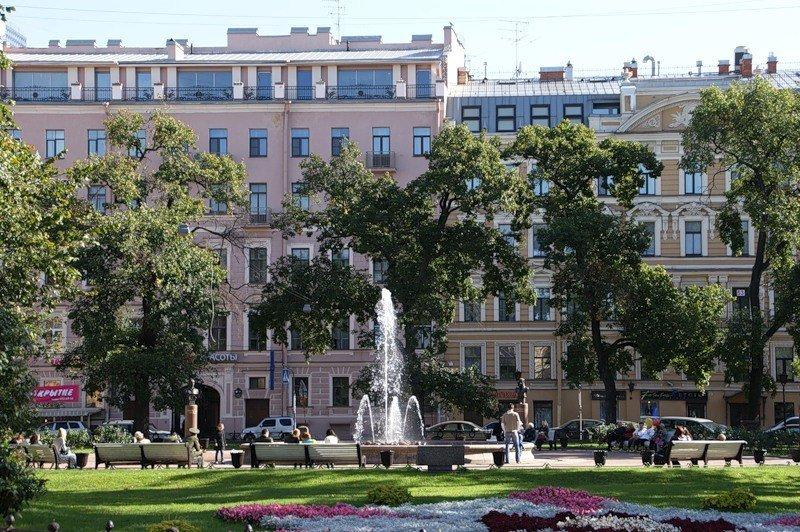 Manezhnaya-ploshhad-Sankt-Peterburg