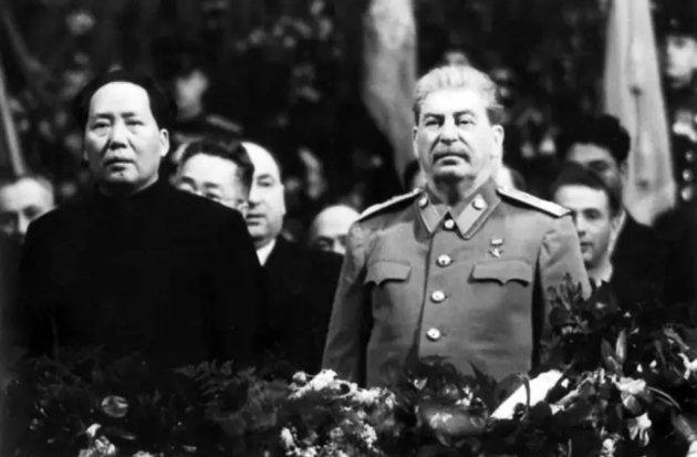 mao-tszedun-i-iosif-stalin-na-prazdnovanii-70-letnego-yubileya-stalina-21-dekabrya-1949