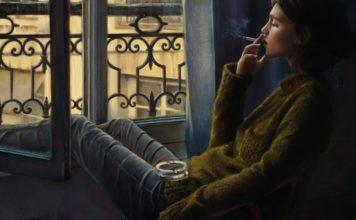 devushka-okno-sigareta-kurit
