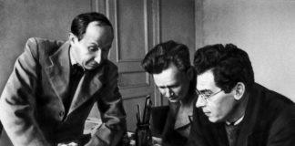 Hudozhniki-P.N.-Kupriyanov-N.A.-Sokolov-i-M.V.-Krylov-Kukryniksy-v-svoej-masterskoj.-Moskva.-1945