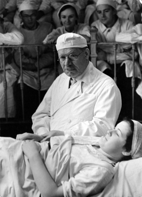 Portret-hirurga-Nikolaya-Burdenko-1941