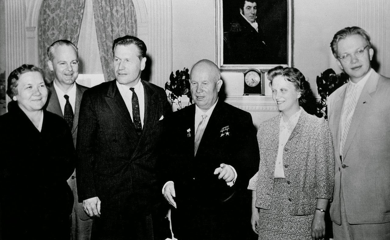 Khrushchev_family_at_the_Waldorf-Astoria_1959