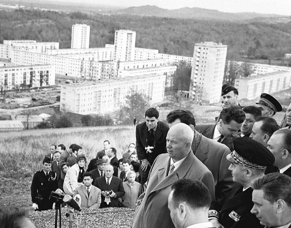 N.-Hrushhev-vo-vremya-poezdki-po-Frantsii.