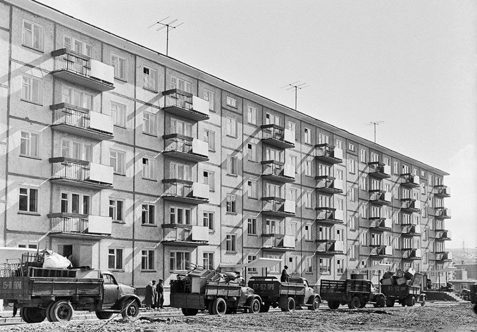 novyj-zhiloj-dom-gotovitsya-k-novoselyu-1963-god