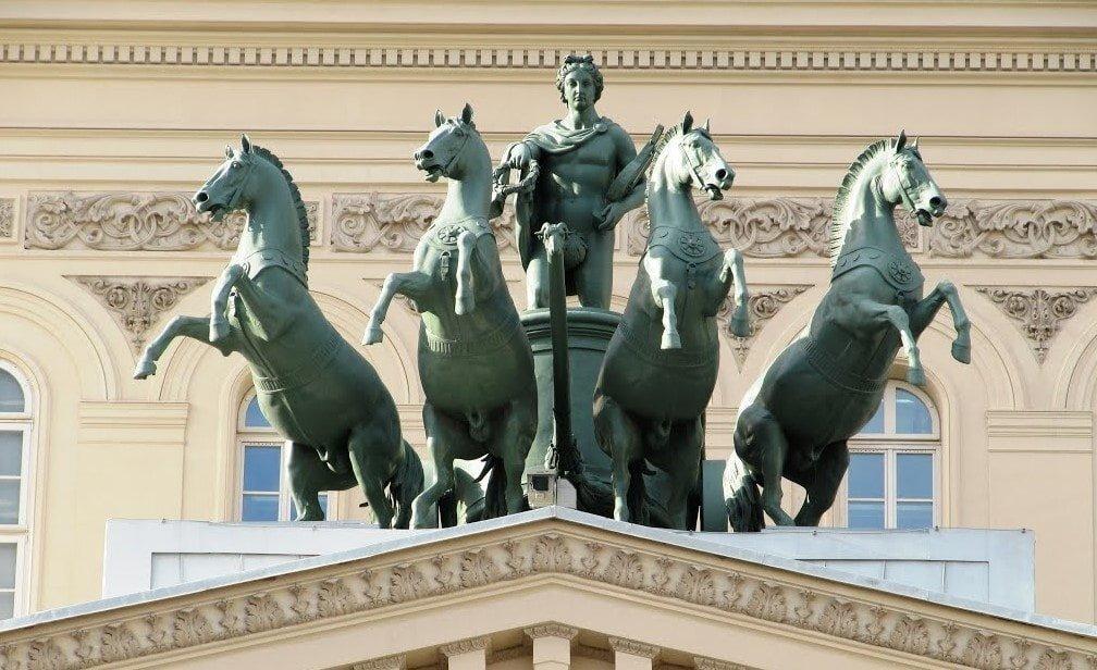 Bronzovaya-kvadriga-raboty-Petra-Klodta