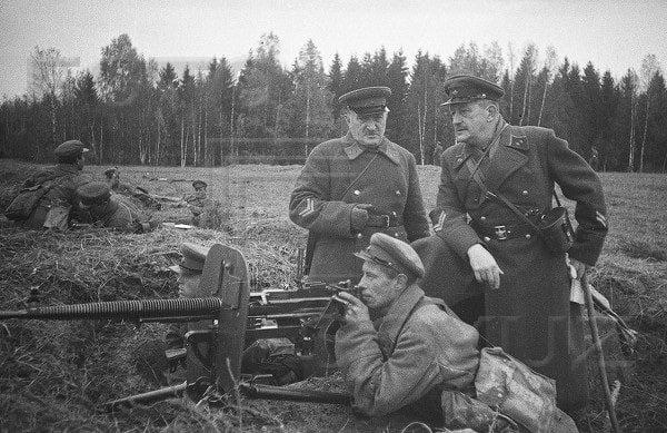 Komdiv-A.A.-Ignatev-sprava-na-ucheniyah-v-Podmoskove-1939-god