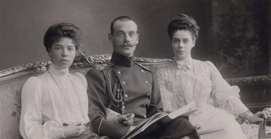 Velikij-knyaz-Mihail-Aleksandrovich-velikaya-knyaginya-Olga-Aleksandrovna-i-velikaya-knyaginya-Kseniya-Aleksandrovna