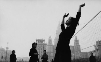 Marc-Riboud-Moscow-1960-pionerbol
