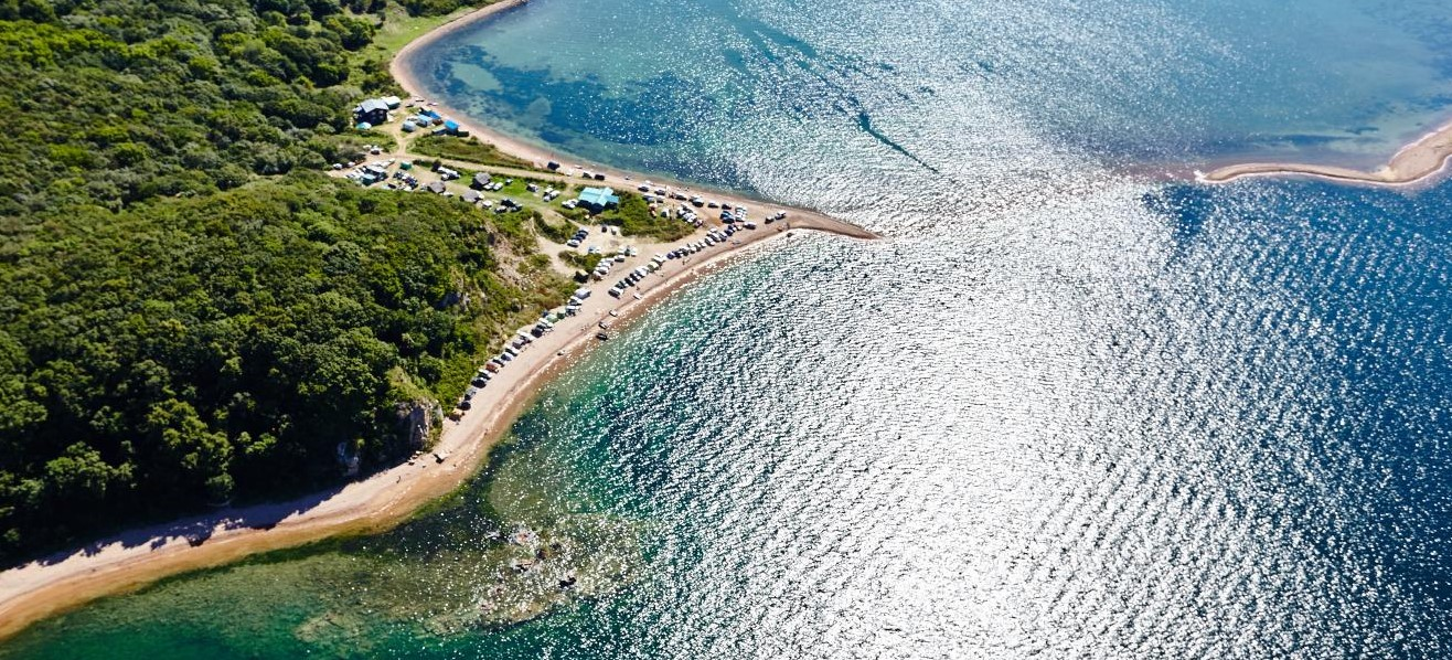 Russkij-ostrov-plyazh