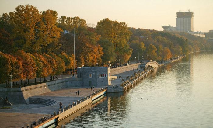 Vid-na-Moskvu-reku-s-Neskuchnogo-sada