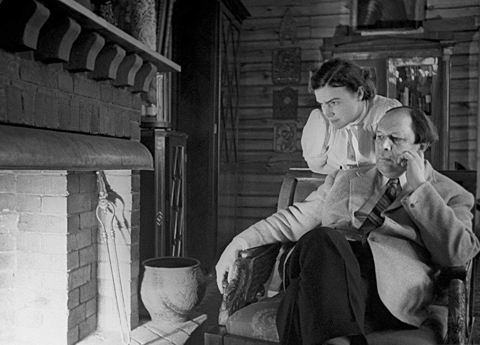 Aleksej-Tolstoj-s-suprugoj-Lyudmiloj-Ilinishnoj.