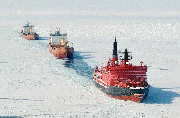 Ледокол «Ямал» ведет караван по Севморпути