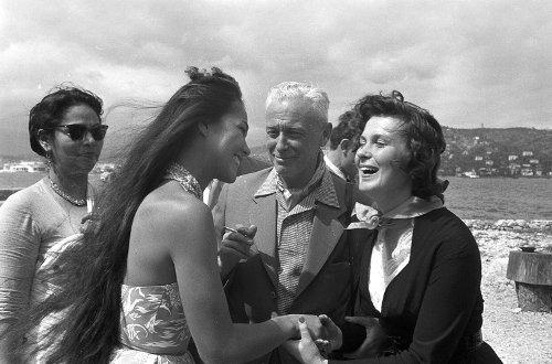 Изольда Извицкая (справа) с легендарным французским режиссёром Бернаром Бордери. Канский кинофестиваль