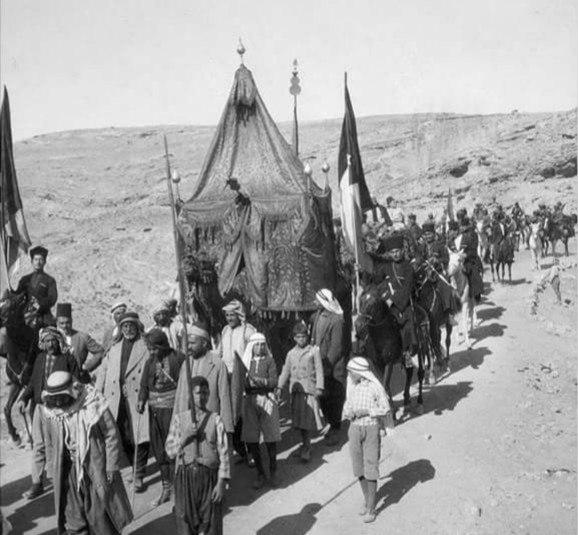 Черкесские всадники охраняют шествие арабов